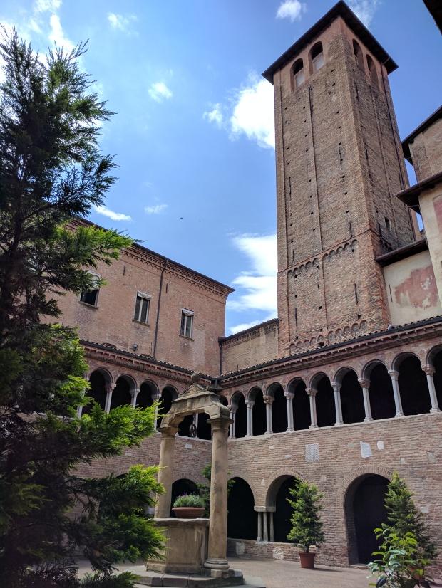 Chiostro Basilica Santo Stefano Boogna