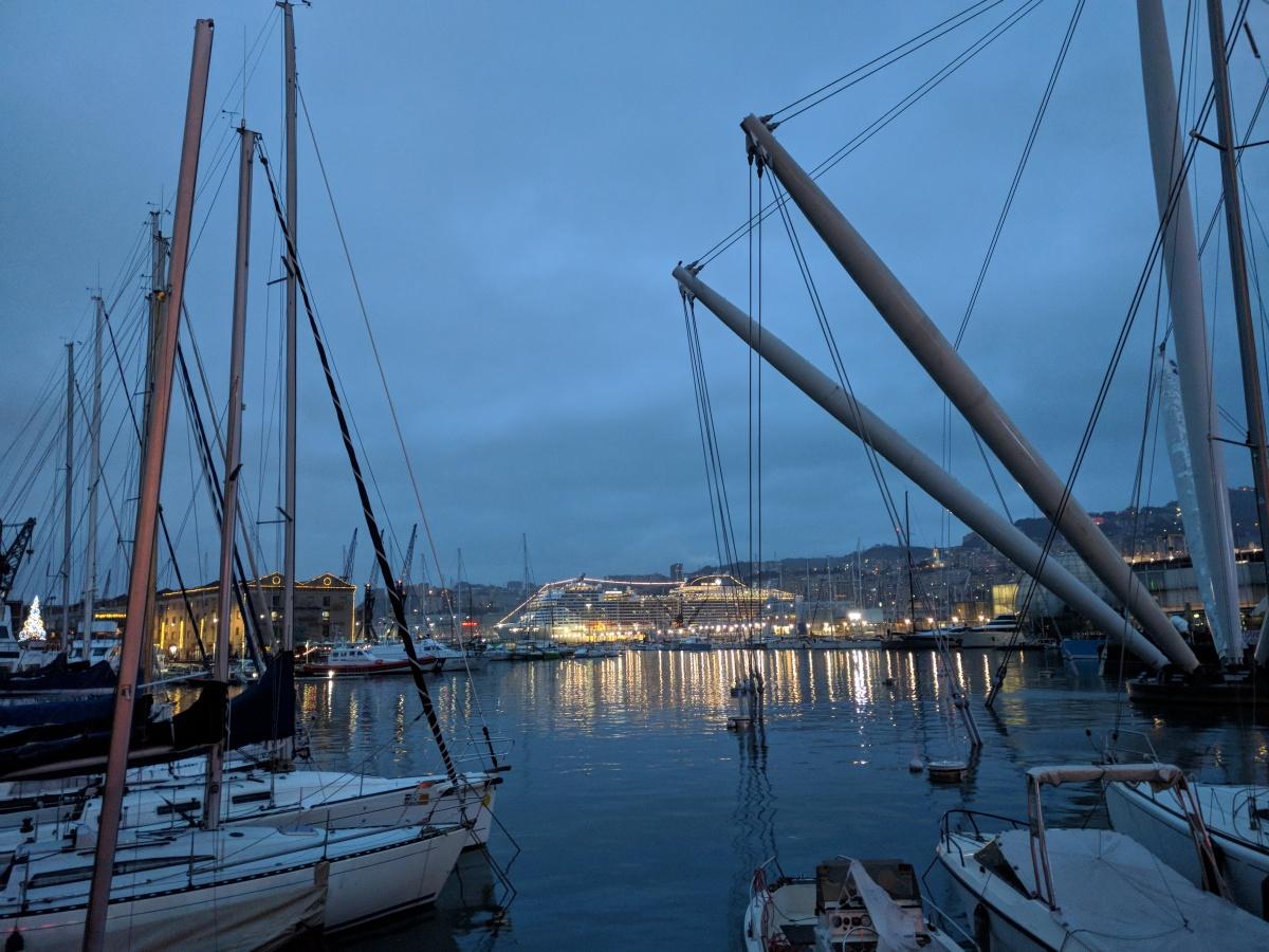 Genova: una domenica sotto la pioggia e un pranzo in crociera