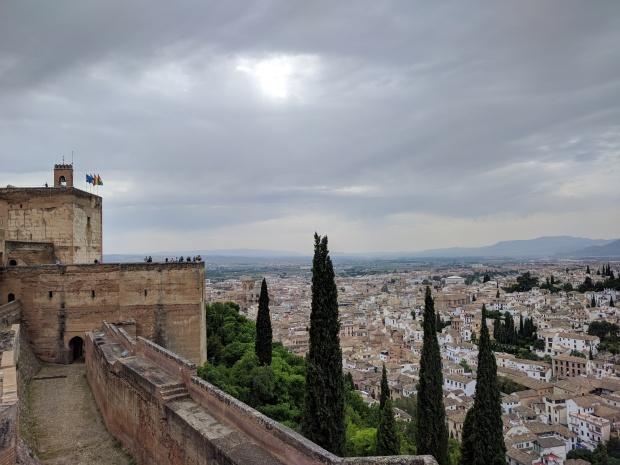 La fortezza dell'Alhambra con la vista sulla città di Granada