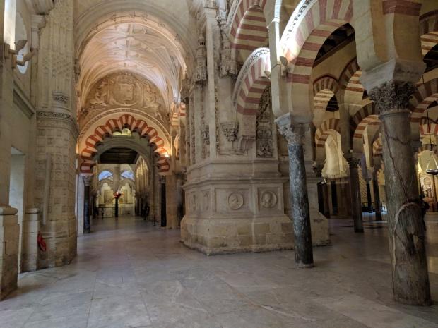 Gli archi interni alla Mezquita