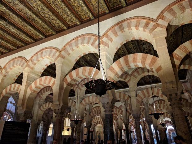 Il tetto e le volte arabe della Mezquita