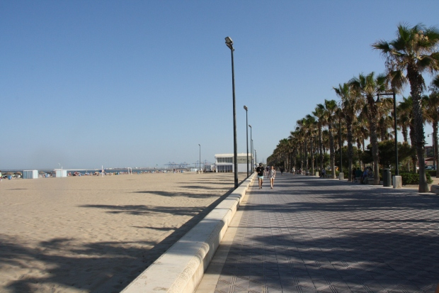 Passeggiata lungo Playa Malvarrosa