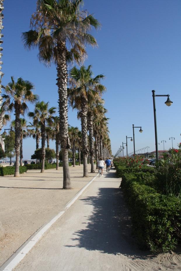 Pista ciclabile lungo Playa Malvarrosa Valencia