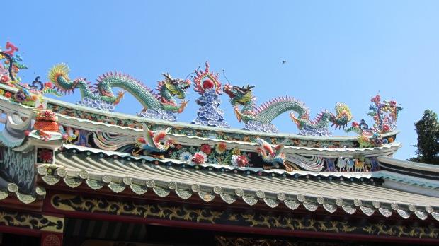 tempio vietnamita tetto draghi