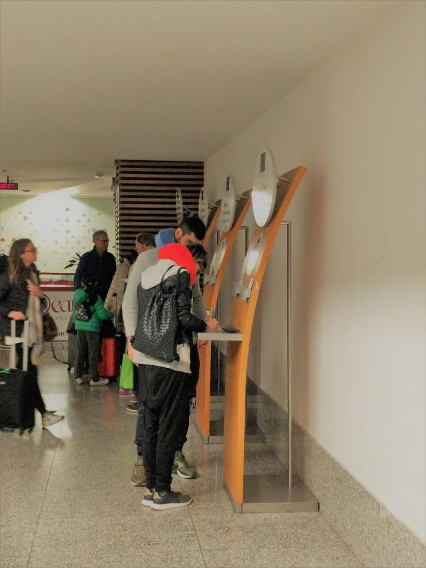 Totem per identificazione in aeroporto