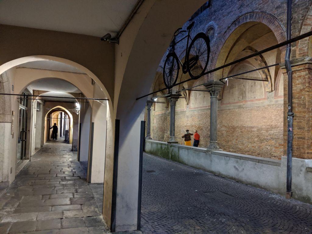 Viale con archi a Padova